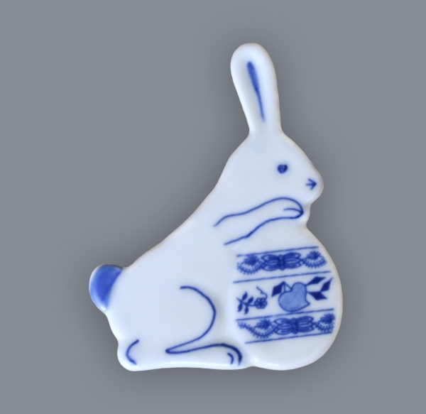 Cibulák Magnetka zajíček s vajíčkem 7 cm originální cibulákový porcelán Dubí, cibulový vzor,