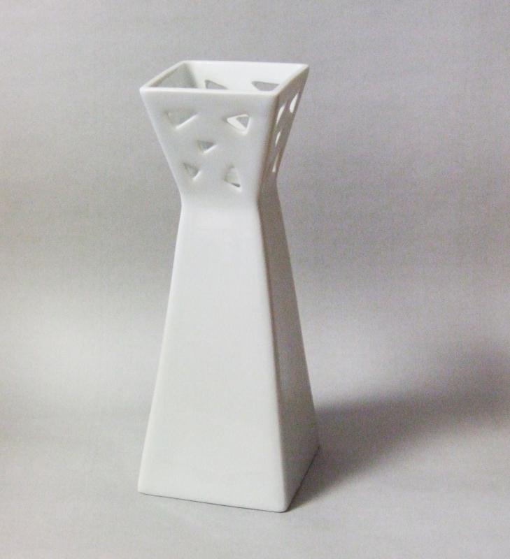 Váza Bohemia White hranatá prolamovaná- design prof. arch. Jiří Pelcl, cibulový porcelán Dubí