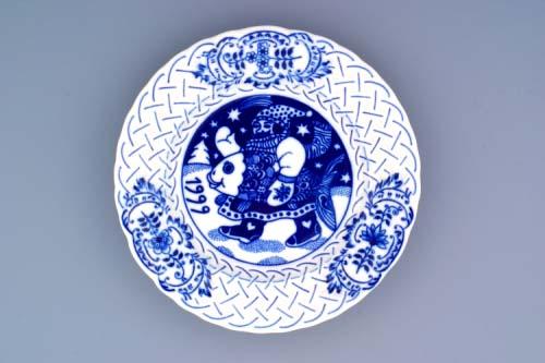 Cibulák Talíř výroční 1999 závěsný reliéfní 18 cm , originální cibulákový porcelán Dubí , cibulový vzor, 1. jakost