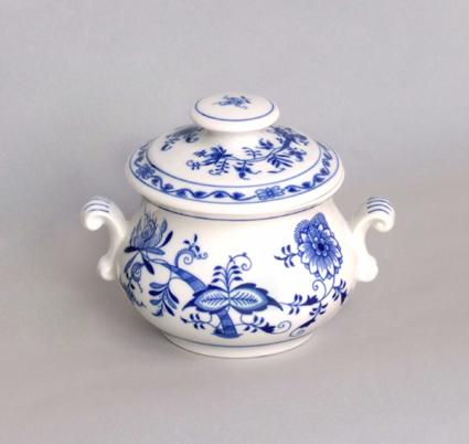 Cibulák Zapékací hrnek s oušky a s víčkem s úchytkou 0,50 l originální cibulákový porcelán Dubí, cibulový vzor 1. jakost