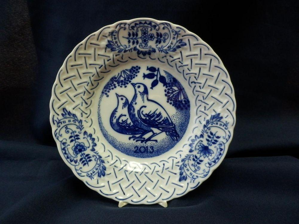 Cibulák Talíř výroční 2013 reliéfní 18 cm originální cibulákový porcelán Dubí, cibulový vzor, 1.jakost