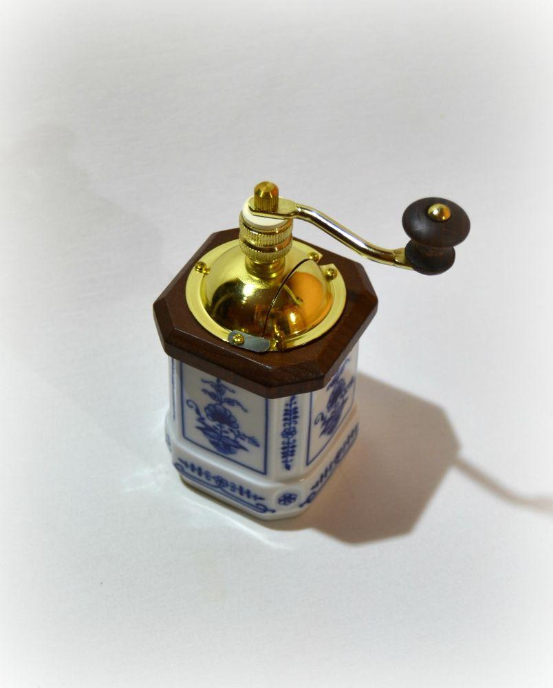 cibulák mlýnek na koření Leander cibulákový porcelán 20190613