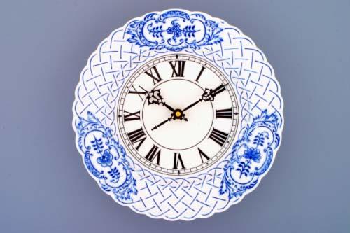 Cibulák Hodiny reliéfní se strojkem 24 cm originální cibulákový porcelán Dubí, cibulový vzor,