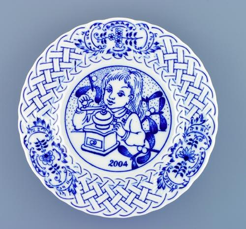 Cibulák Talíř výroční 2004 závěsný reliéfní 18 cm , originální cibulákový porcelán Dubí , cibulový vzor,