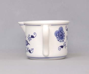 Cibulák Hrnek Vařák velký s hubičkou s bočním uchem 0,90 l originální cibulákový porcelán Dubí, cibulový vzor