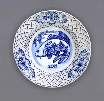 Cibulák talíř výroční 2012 závěsný reliéfní 18 cm, originální cibulákový porcelán Dubí , cibulový vzor,