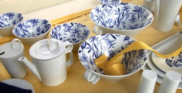 Konvice čaj - Bohemia Cobalt s víčkem malým - design prof. arch. Jiří Pelcl, cibulový porcelán Dubí