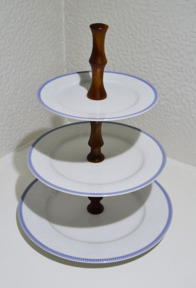 etažér Opál krajka modrá Thun český porcelán dřevěný stojan