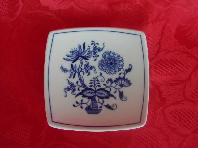 Cibulák Podšálek hranatý 13 cm originální cibulákový porcelán Dubí, cibulový vzor, 1.jakost