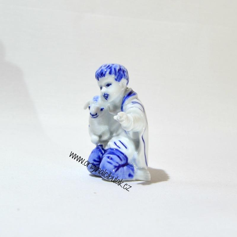 Cibulák Chlapec s ovečkou 7,2 cm originální cibulákový porcelán Dubí, cibulový vzor, 1.jakost