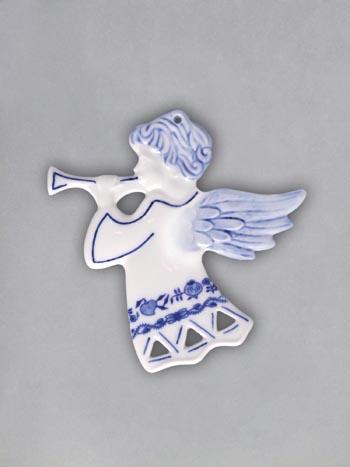 Cibulák Vánoční ozdoba anděl s trumpetou prolamovaný 9,5 cm originální cibulákový porcelán Dubí, cibulový vzor 1. jakost