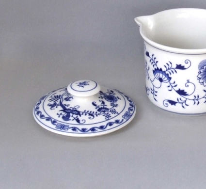 Cibulák Víčko na hrnek Vařák s hubičkou 14,3 cm originální cibulákový porcelán Dubí, cibulový vzor 1. jakost