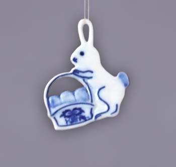 Cibulák Velikonoční ozdoba zajíček s košíkem závěs 5,6 cm originální cibulákový porcelán Dubí, cibulový vzor 1. jakost