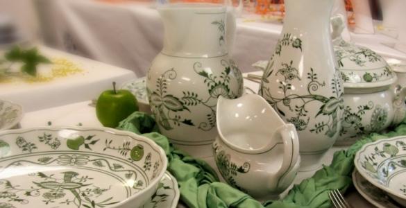 Talíř mělký 26 cm - zelený - originální cibulák,cibulový porcelán Dubí 1.jakost