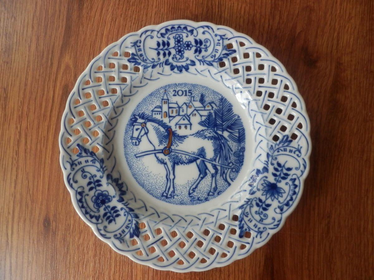 Cibulák talíř výroční 2015 závěsný prolamovaný 18 cm originální cibulákový porcelán Dubí, cibulový vzor, 1.jakost